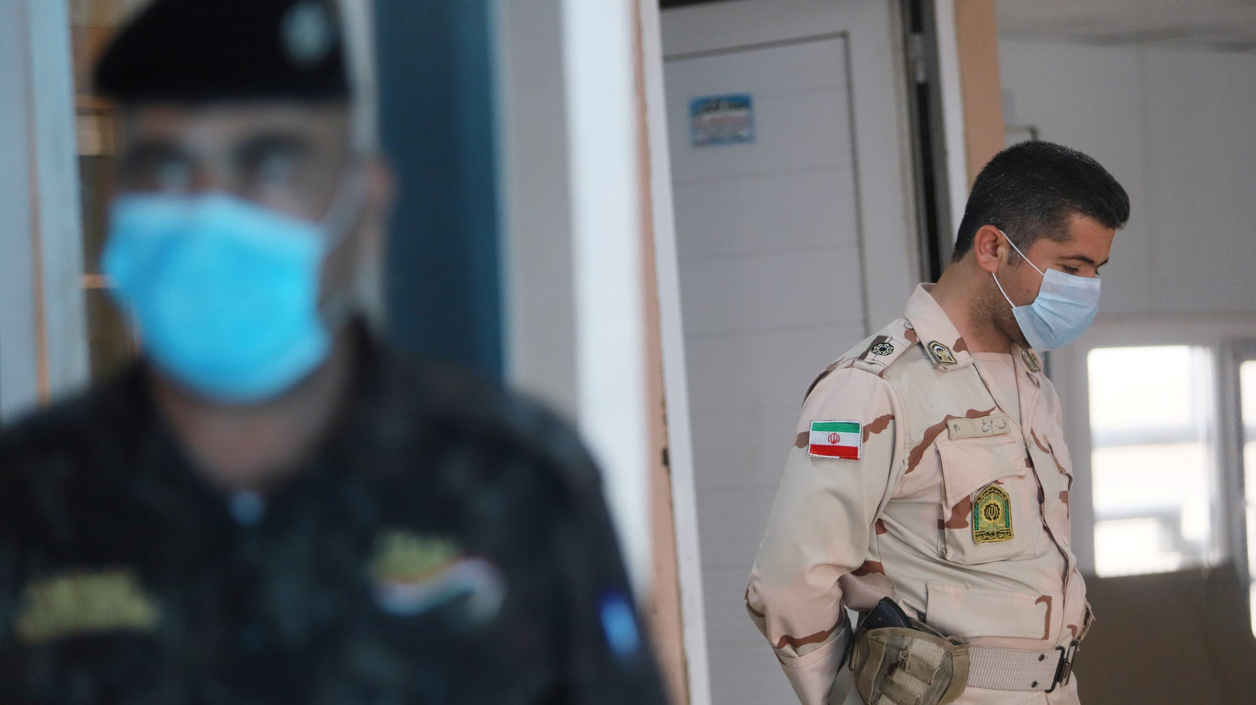A member of Iranian Border Guards wears a protective face mask, finside the Shalamcha Border Crossing, after Iraq shut a border crossing to travelers between Iraq and Iran, Iraq. (File photo: Reuters)