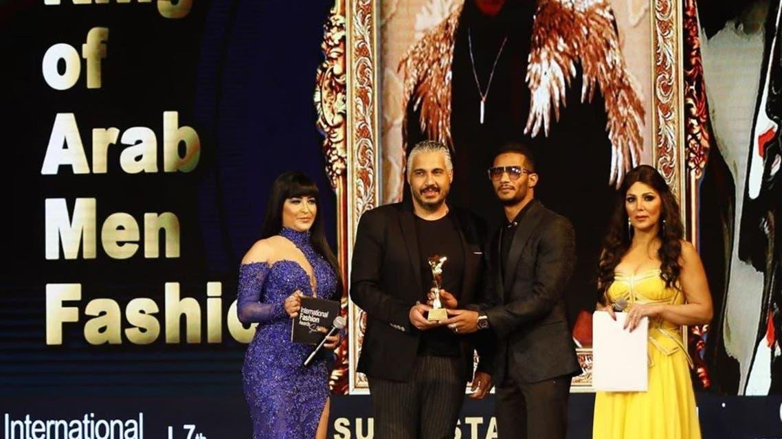 محمد رمضان يتسلّم جائزة ملك الموضة