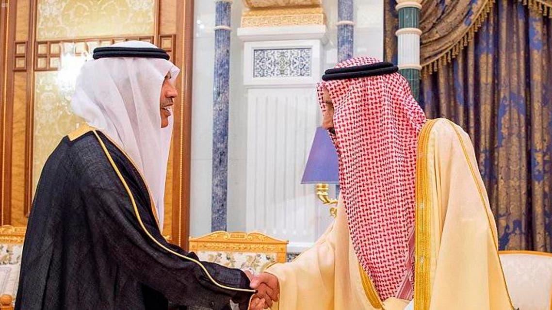 Saudi Arabia's King Salman shakes the hand of the Kingdom's new ambassador. (SPA)