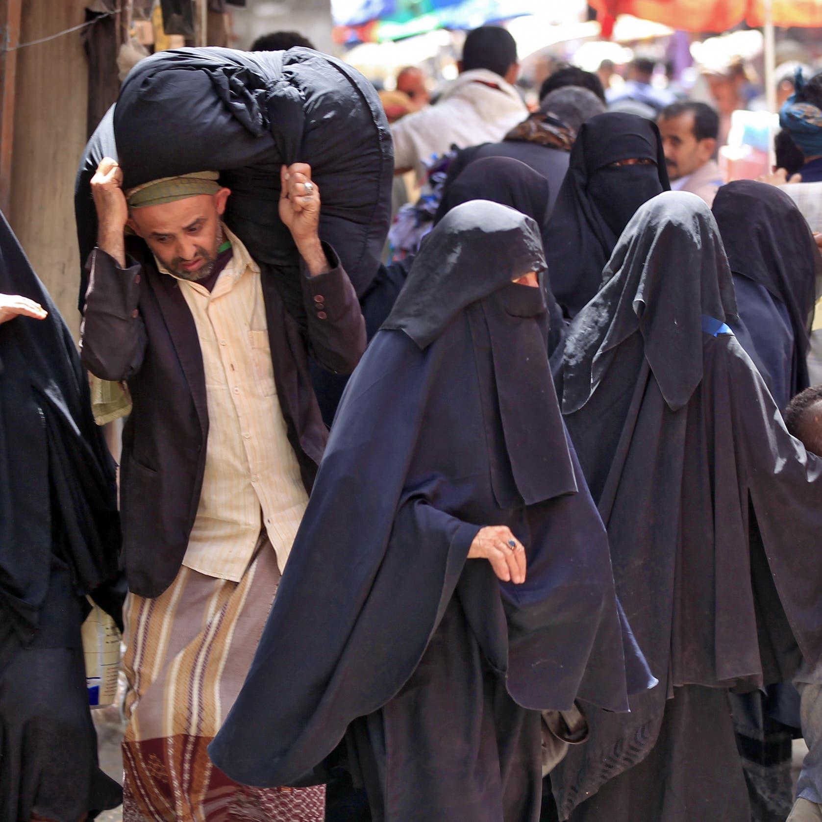 أغرب وثيقة حوثية.. منع نساء في صنعاء من الهواتف والتجميل والعمل