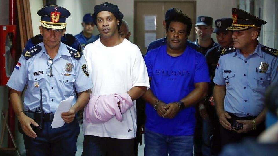 أمر قضائي بالإبقاء على رونالدينيو في السجن
