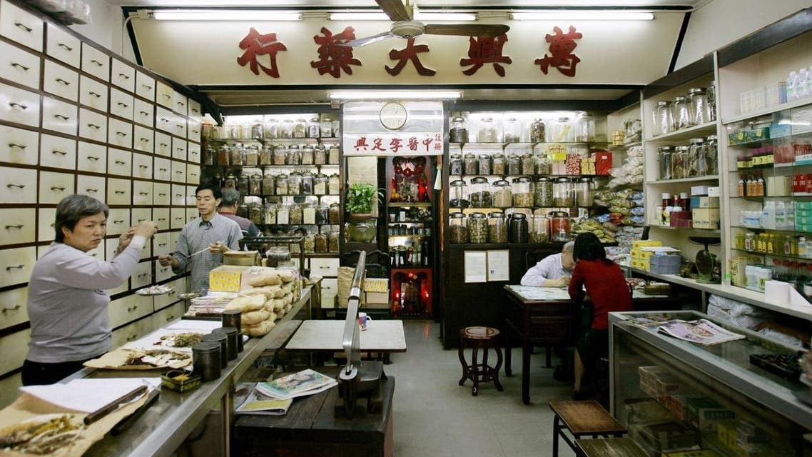 Workers mix herbs to make medicines in a  Chinese medicine store and clinic. (File photo: AP)