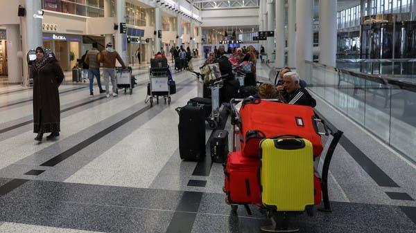شاهد.. فحص غريب لركاب طائرة إيرانية في مطار بيروت