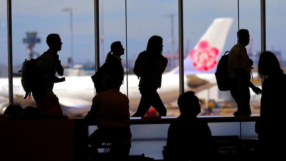 Passengers walk with their luggage towards departure gates at Sydney International Airport in Australia, October 25, 2017. (Reuters)