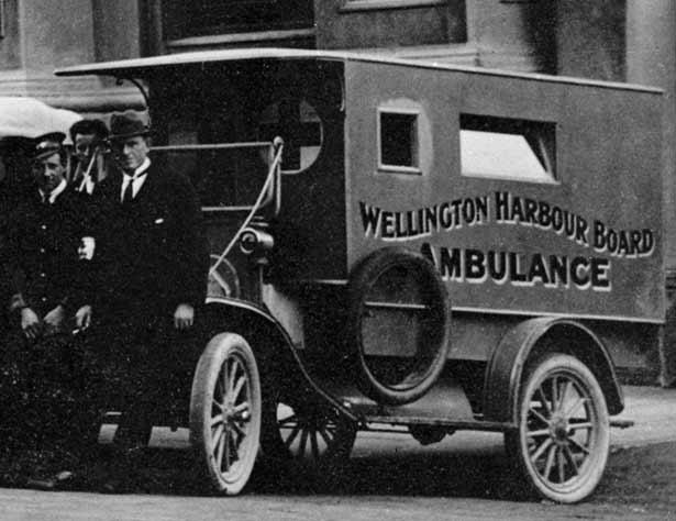 صورة لسيارة اسعاف بنيوزيلندا أثناء فترة انتشار المرض