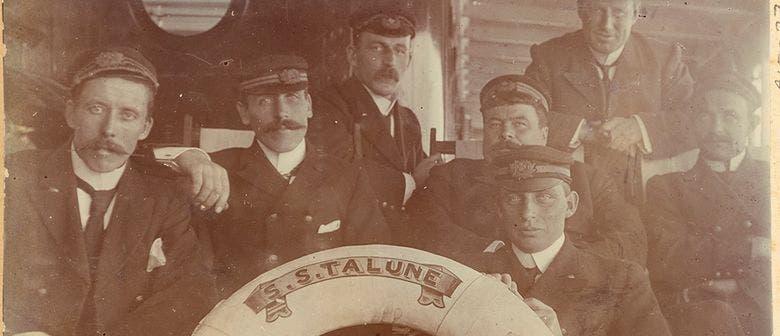 صورة لعدد من أفراد طاقم السفينة أس أس تالون