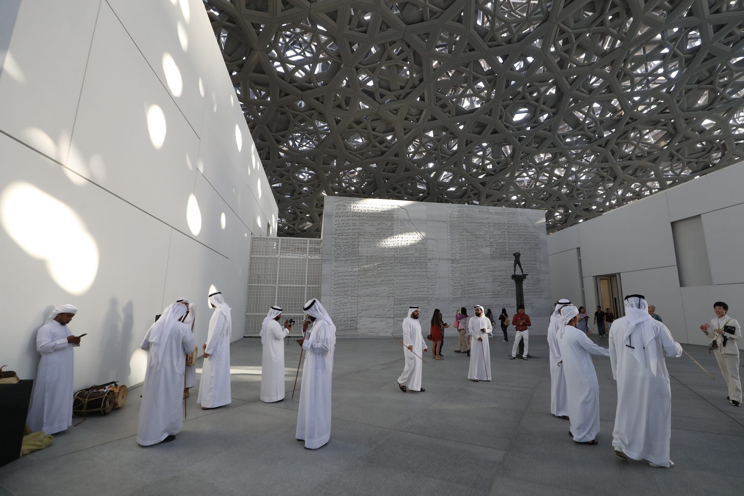 Dubai visitors to Louvre - Feb 2019 - AFP