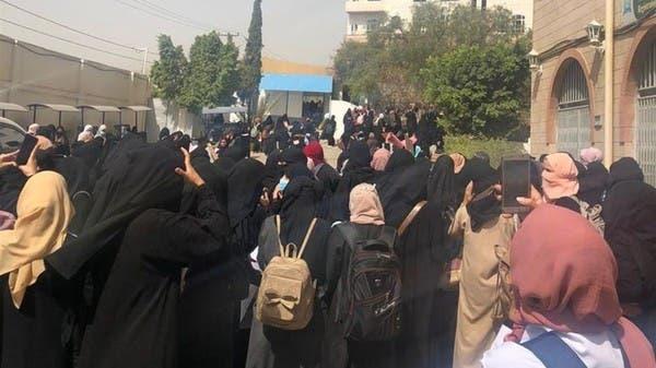 شاهد.. جامعيات بصنعاء يتظاهرن احتجاجاً على انتهاكات الحوثي