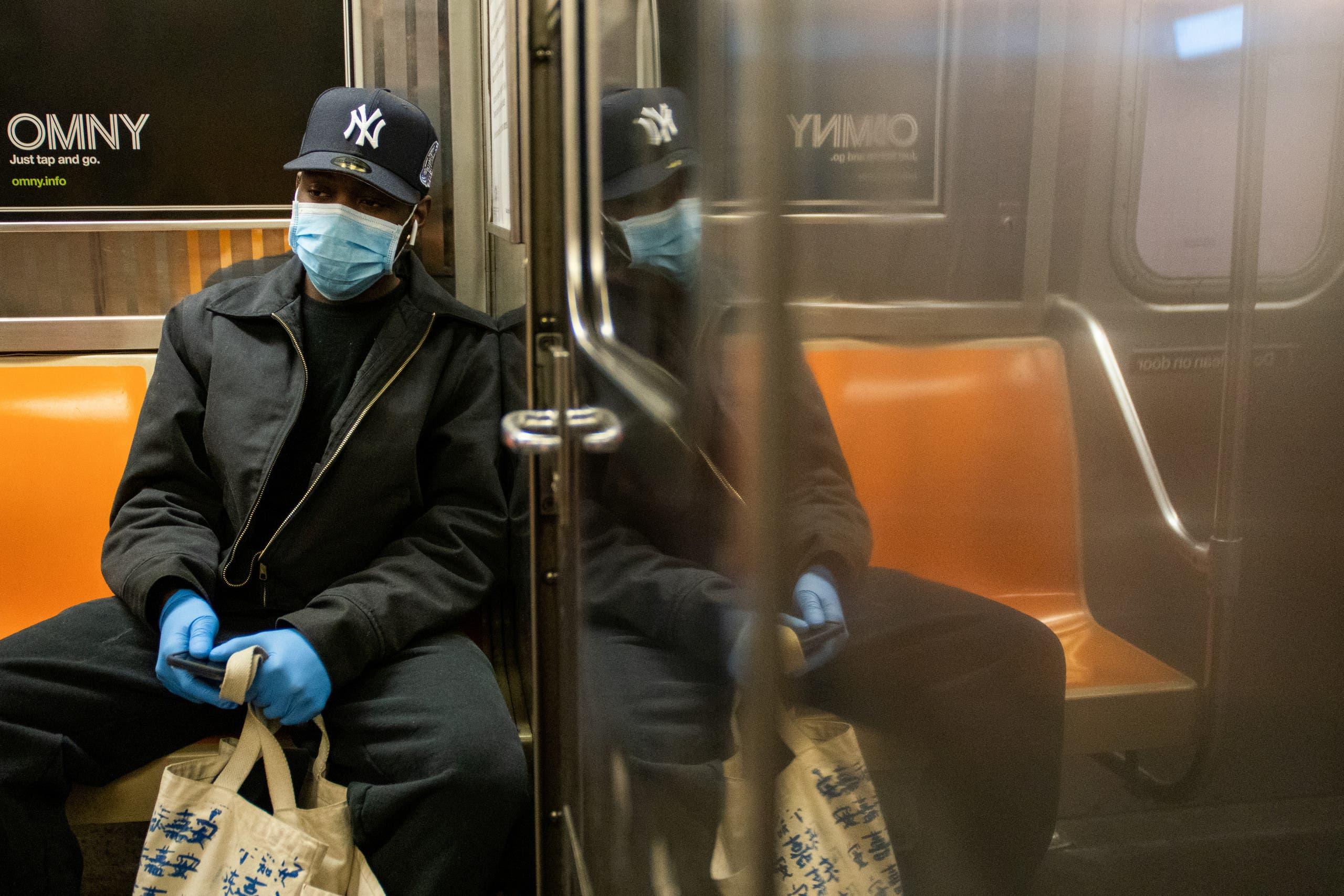 من أحد الباصات في بروكلين(رويترز)