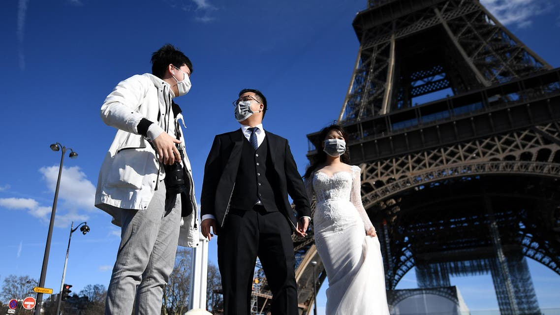 Tourists in front of Eiffel Tower coronavirus - AFP