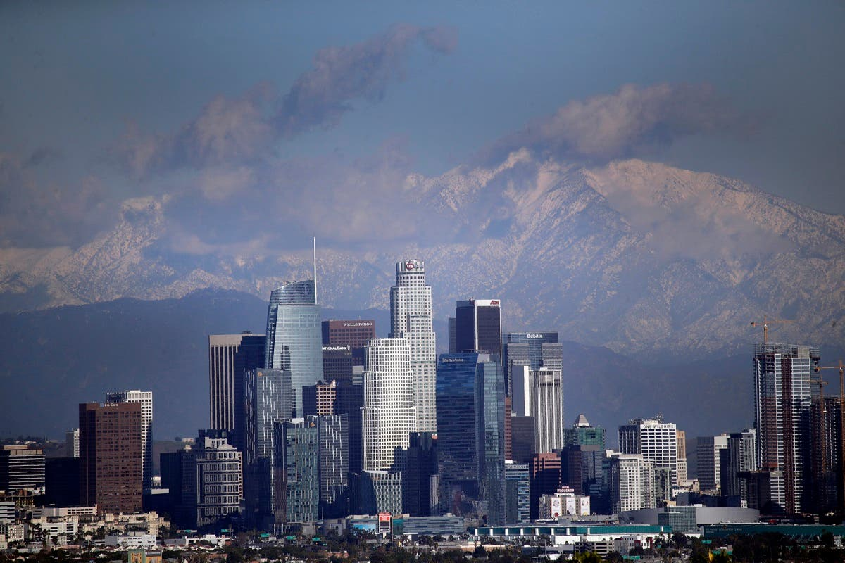 Snow covers the San Gabriel Mountains behind the downtown skyline after a series of storms Friday, Dec. 27, 2019, in Los Angeles. (File photo: AP)