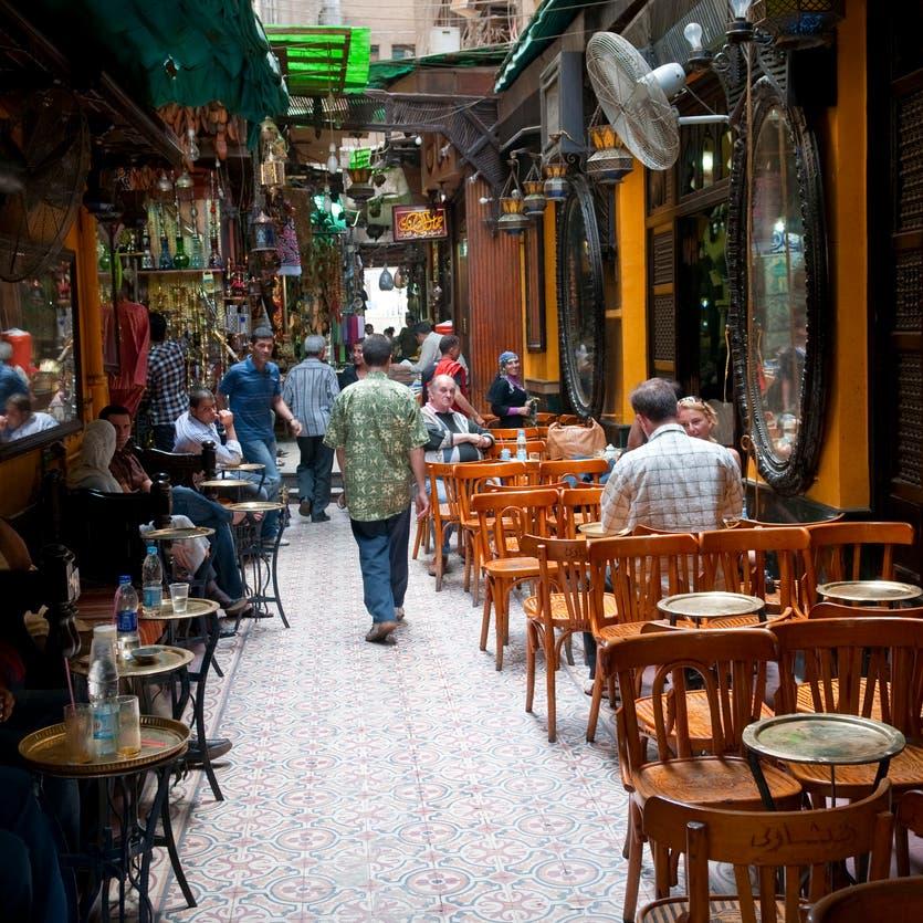 مصر تواجه كورونا.. منع الشيشة وإغلاق الأسواق الشعبية