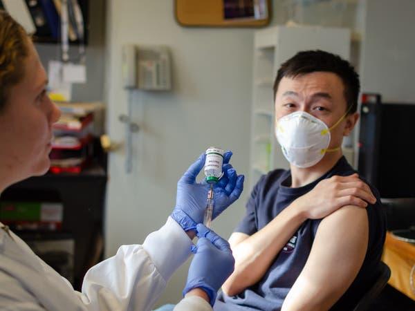 سباق طبي.. الصين تقر تجربة أول لقاح لكورونا