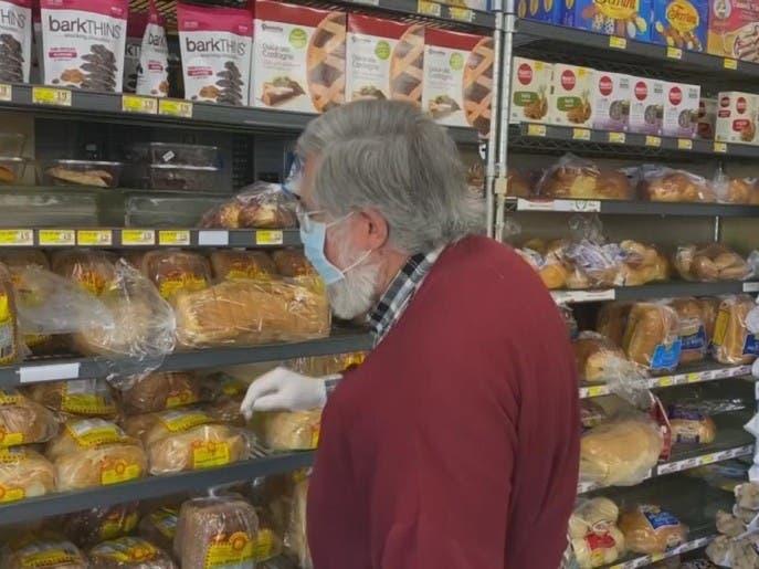 أوقات محددة لتسوق كبار السن في ظل كورونا