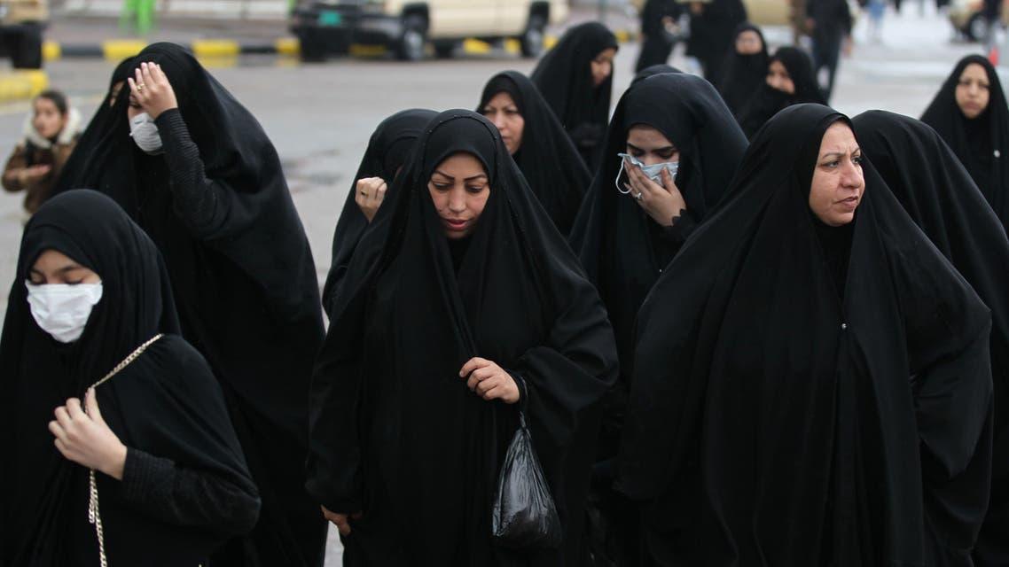 عراقيون يتجهون إلى مرقد الكاظم في بغداد (أرشيفية- فرانس برس)1
