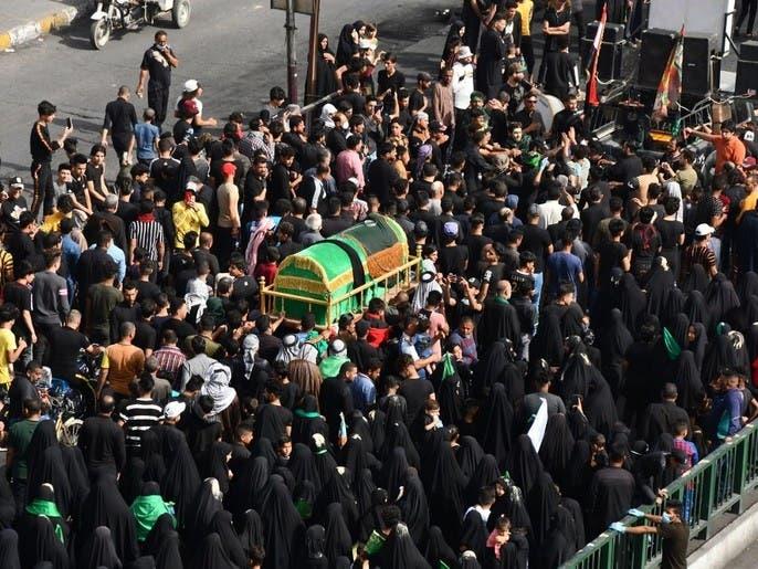 عشرات الآلاف يحيون ذكرى الكاظم في العراق رغم حظر كورونا