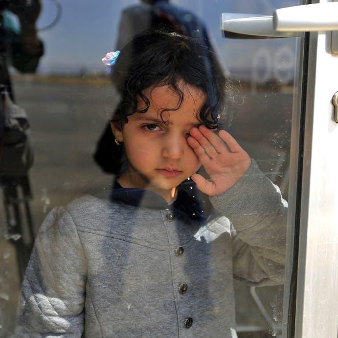 """معاناة مئات المسافرين.. عند """"معابر"""" ميليشيات الحوثي"""