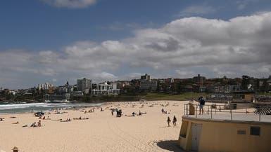 رغم حظر التجمعات.. شاهد ما يحدث على شاطئ أسترالي