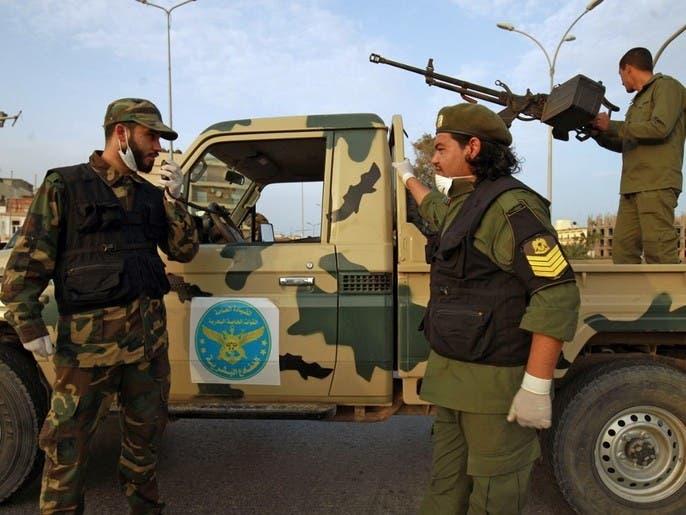 كورونا يطرق باب ليبيا.. ومعارك محتدمة على تخوم طرابلس