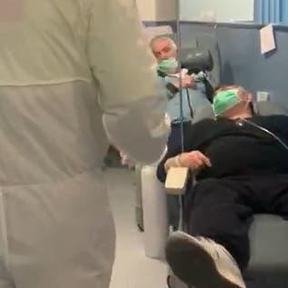 فيديو.. تكدس صادم للمصابين بكورونا بممرات مستشفى إسباني