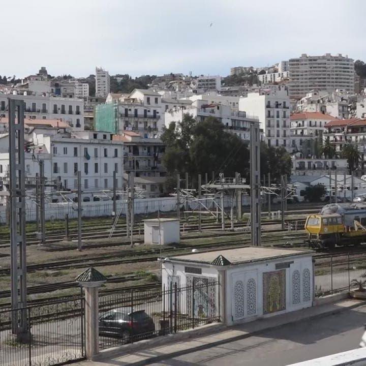 الجزائر توسع الحظر على كل الولايات لمواجهة كورونا