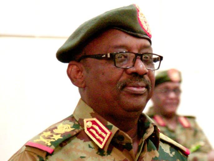 بأزمة قلبية.. وفاة وزير الدفاع السوداني