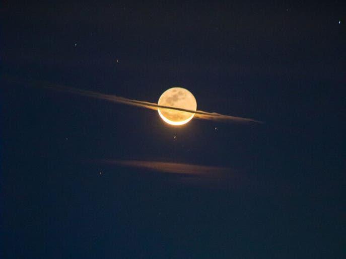 شاهد صورة مذهلة للقمر كأنه زحل.. وناسا تعلق