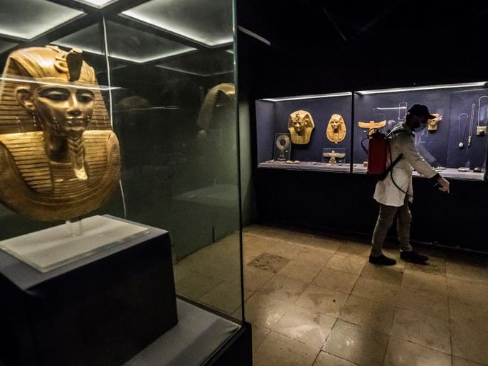 بالصور.. تعقيم مومياوات في المتحف المصري بسبب كورونا