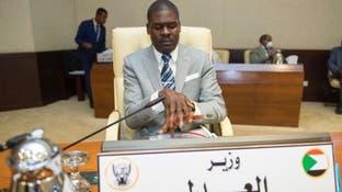 """وزير العدل السوداني يغرد بصورة غريبة..""""عن اليدين"""""""