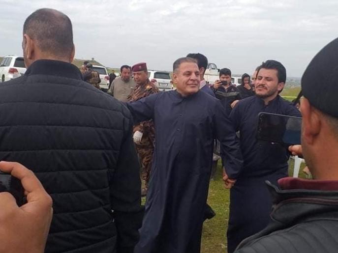 بالعراق.. وزير يخرق حظر التجول ويقيم حفلا يحضره العشرات