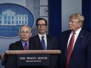 """""""لطيف ولكن"""".. سر التوتر بين ترمب وخبير البيت الأبيض"""