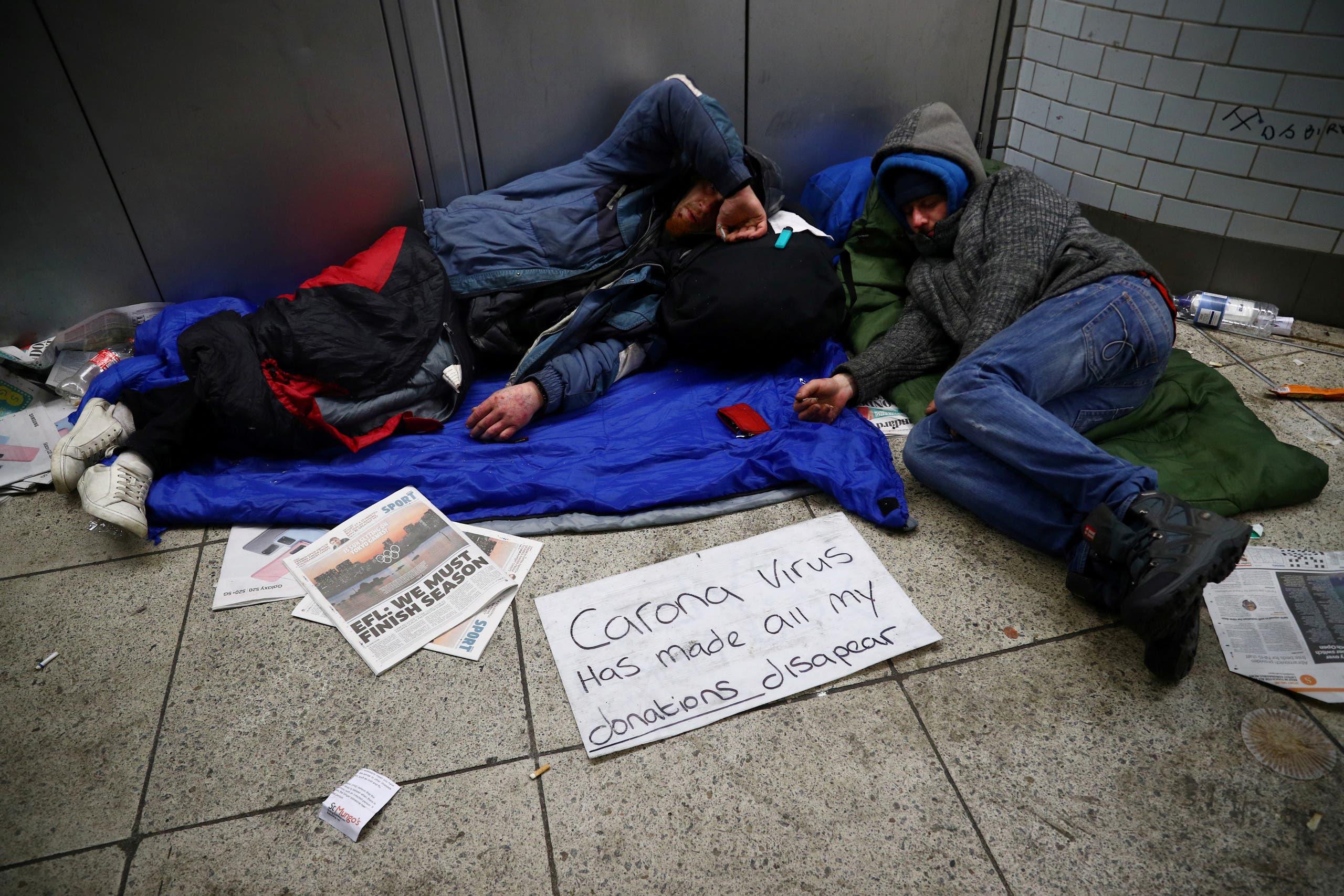 مشردون يشتكون من غياب التبرعات بعد انتشار فيروس كورونا وتوقف الحركة في لندن