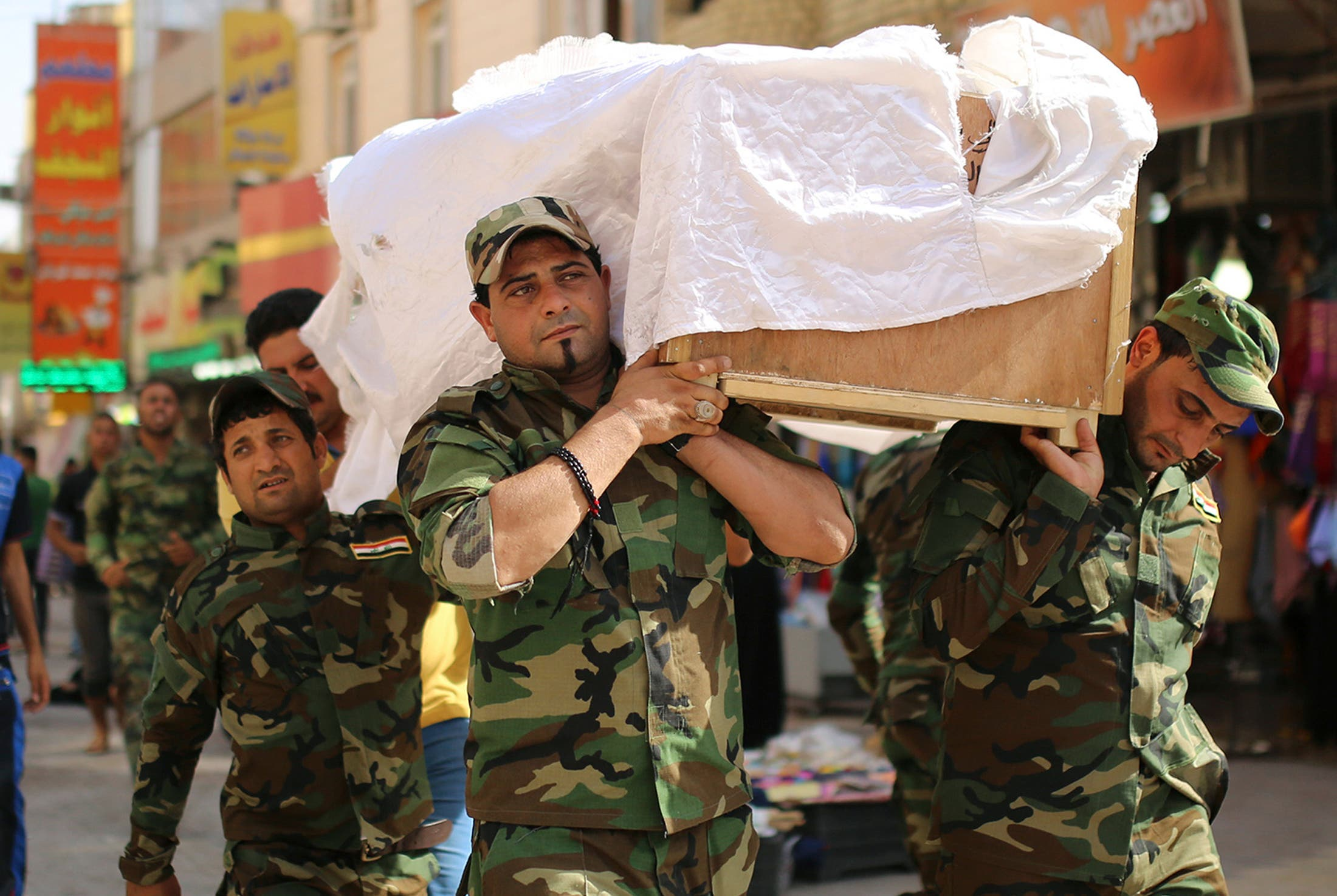 من ميليشيا حزب الله يشيعون قتلاهم