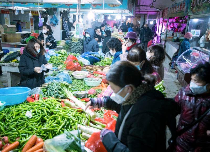 بازار سبزیجات در ووهان ، چین
