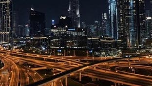 شاهد.. مقيمون يرددون نشيد الإمارات للتضامن مع حملة كورونا