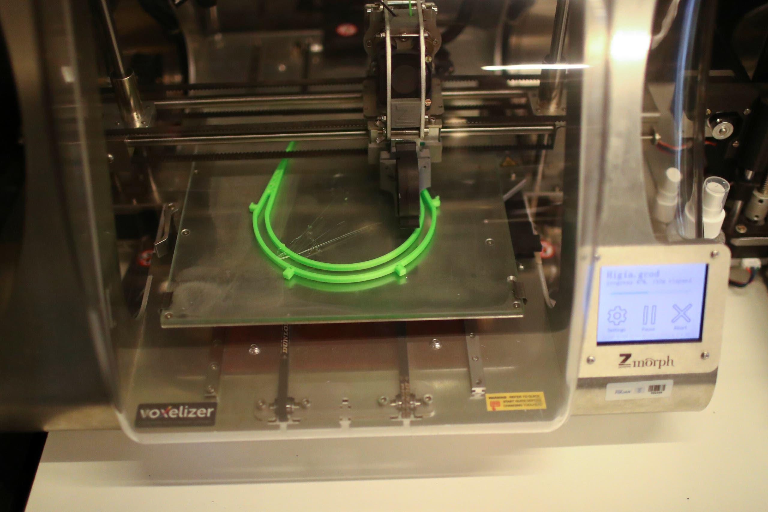 إنتاج أقنعة بالطابعة ثلاثية الأبعاد في البرازيل
