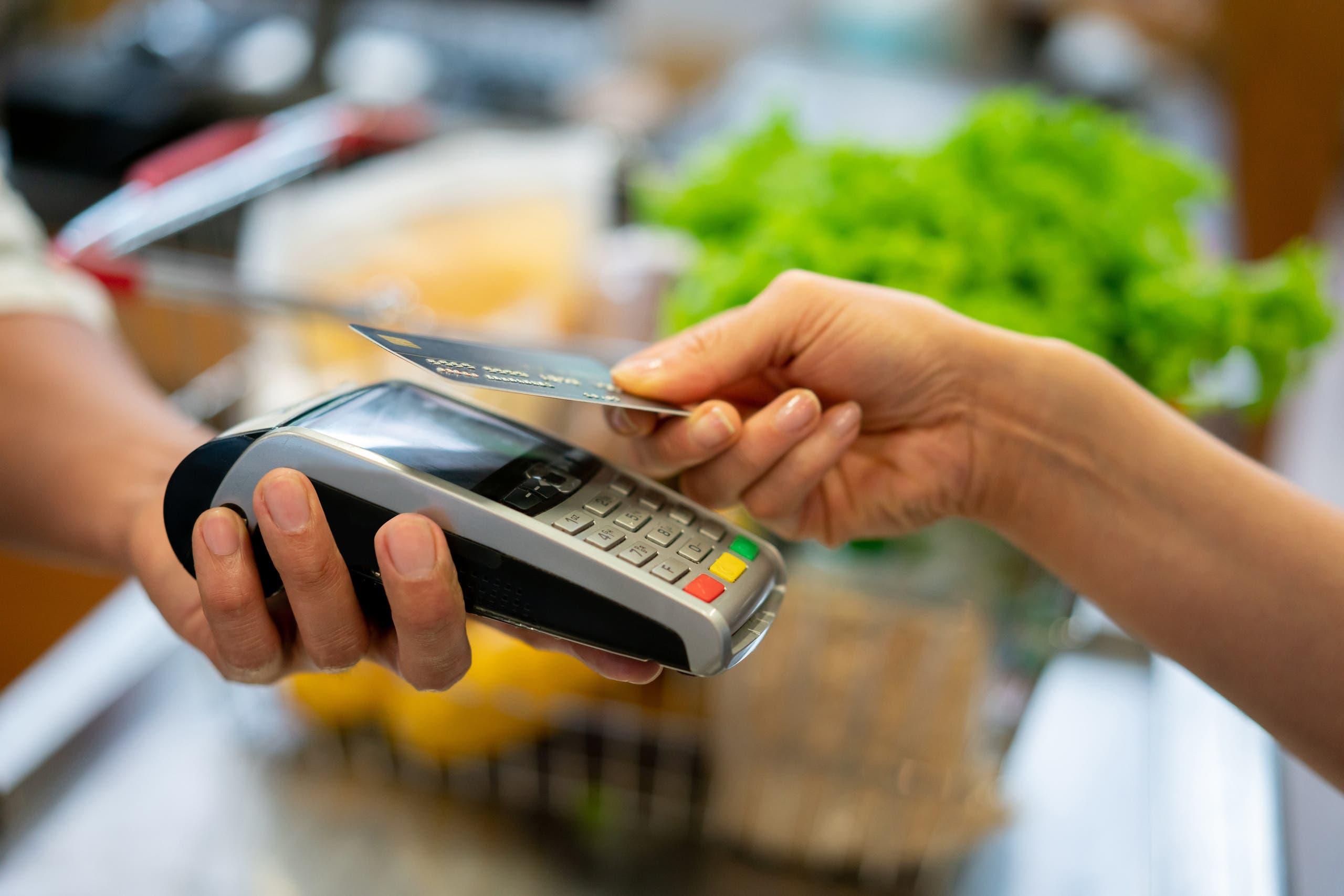الدفع من بطاقات الائتمان istock