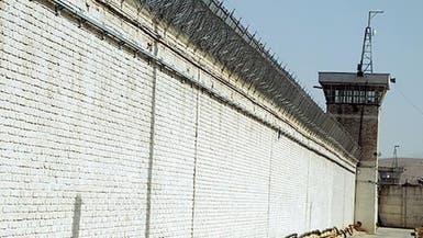 ظل الفيروس يتسلل إلى سجون إيران.. مواجهات وفرار العشرات