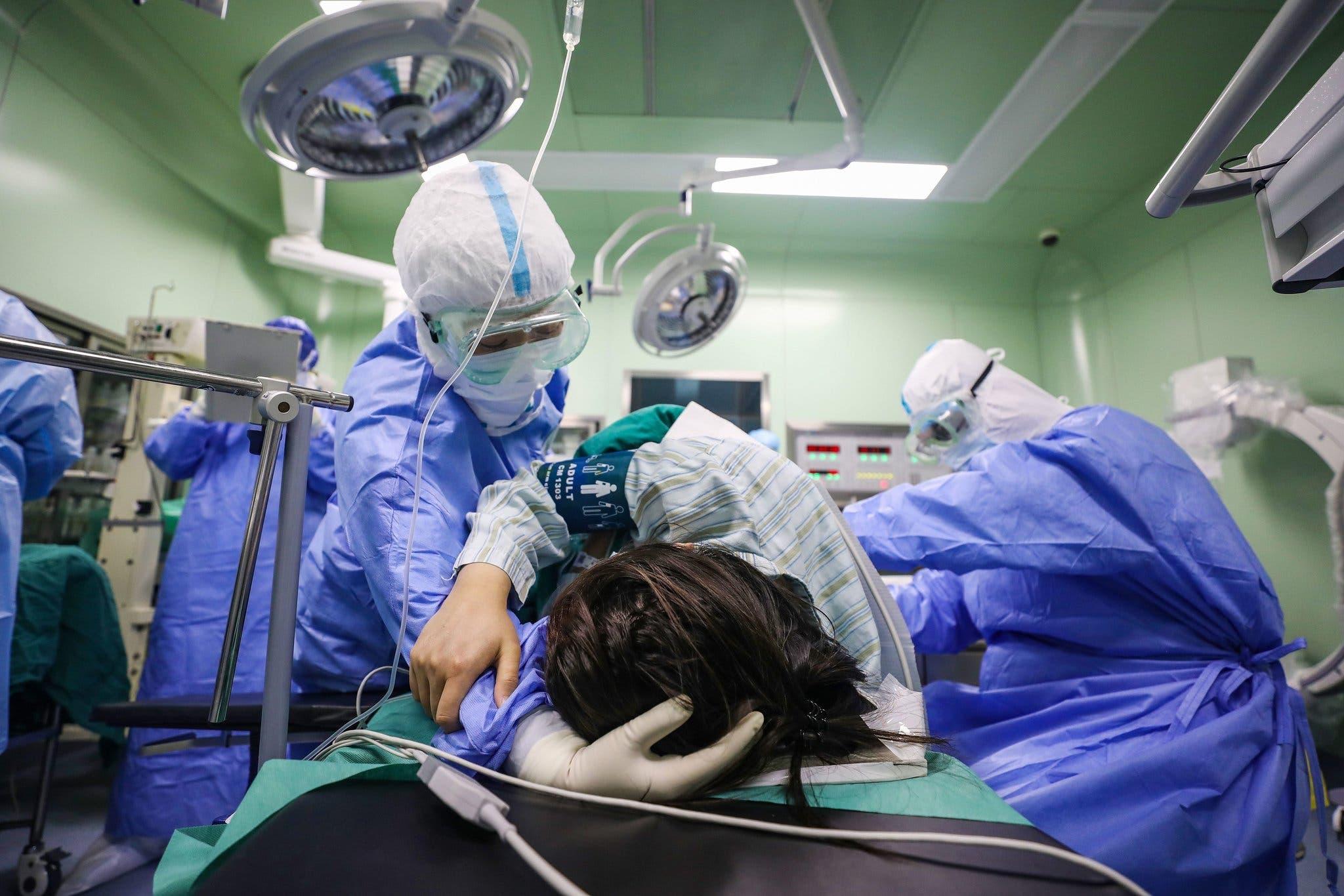 مريضة كورونا تضع مولودها في مدينة ووهان الصينية الموبؤة بالفيروس