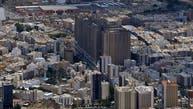 السعودية تمنع التجول في مكة والمدينة لمواجهة كورونا