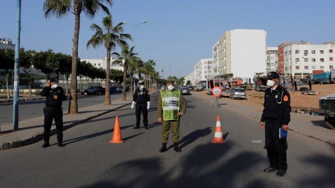 أفراد من الشرطة  في إحدى ضواحي مدينة الدار البيضاء في المغرب يوم 25 ملرس رويترز