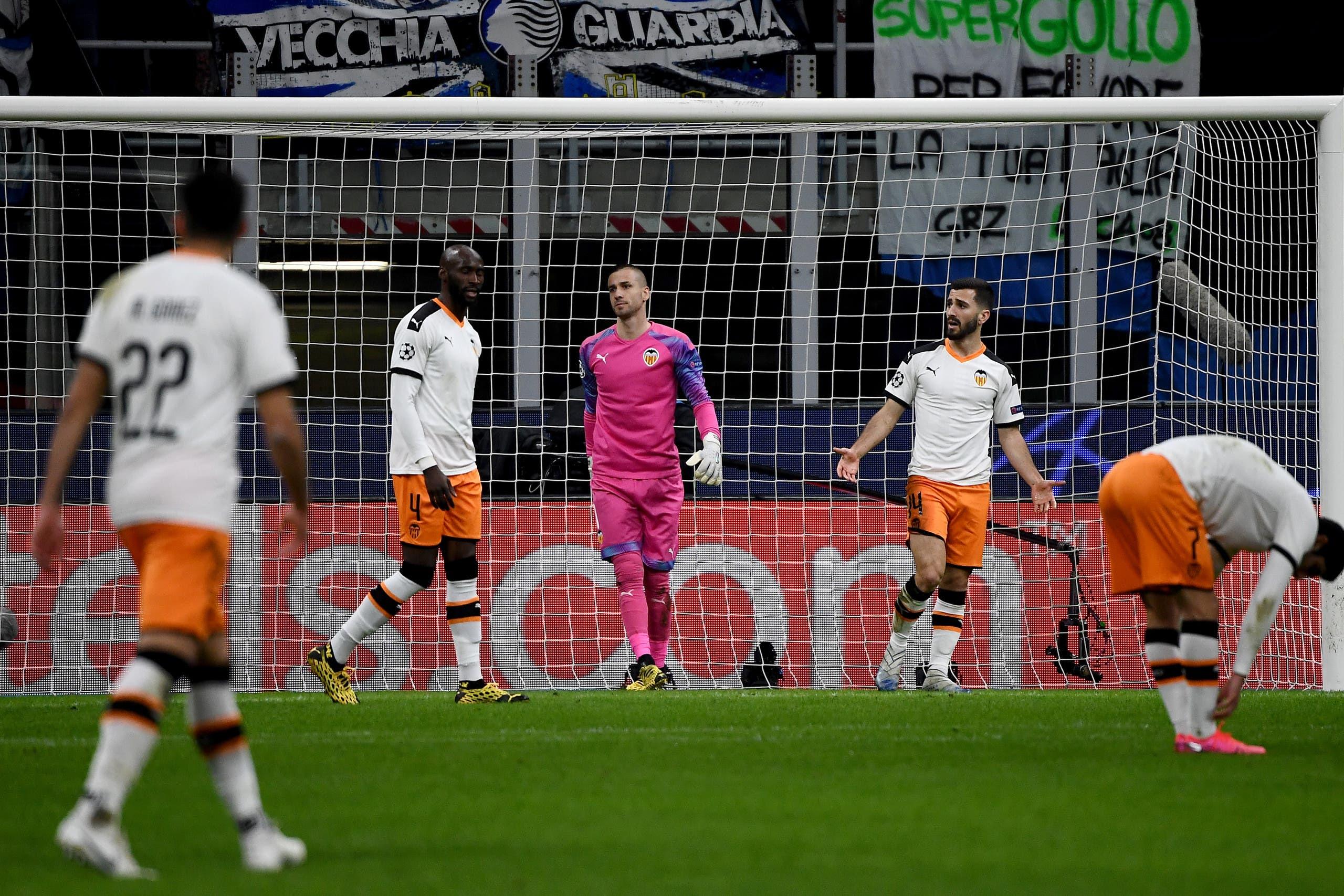 لاعبو فالنسيا الذين خسروا المباراة