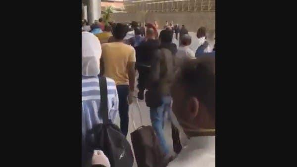 شاهد مصريين عائدين من الكويت:  مش هنروح الحجر