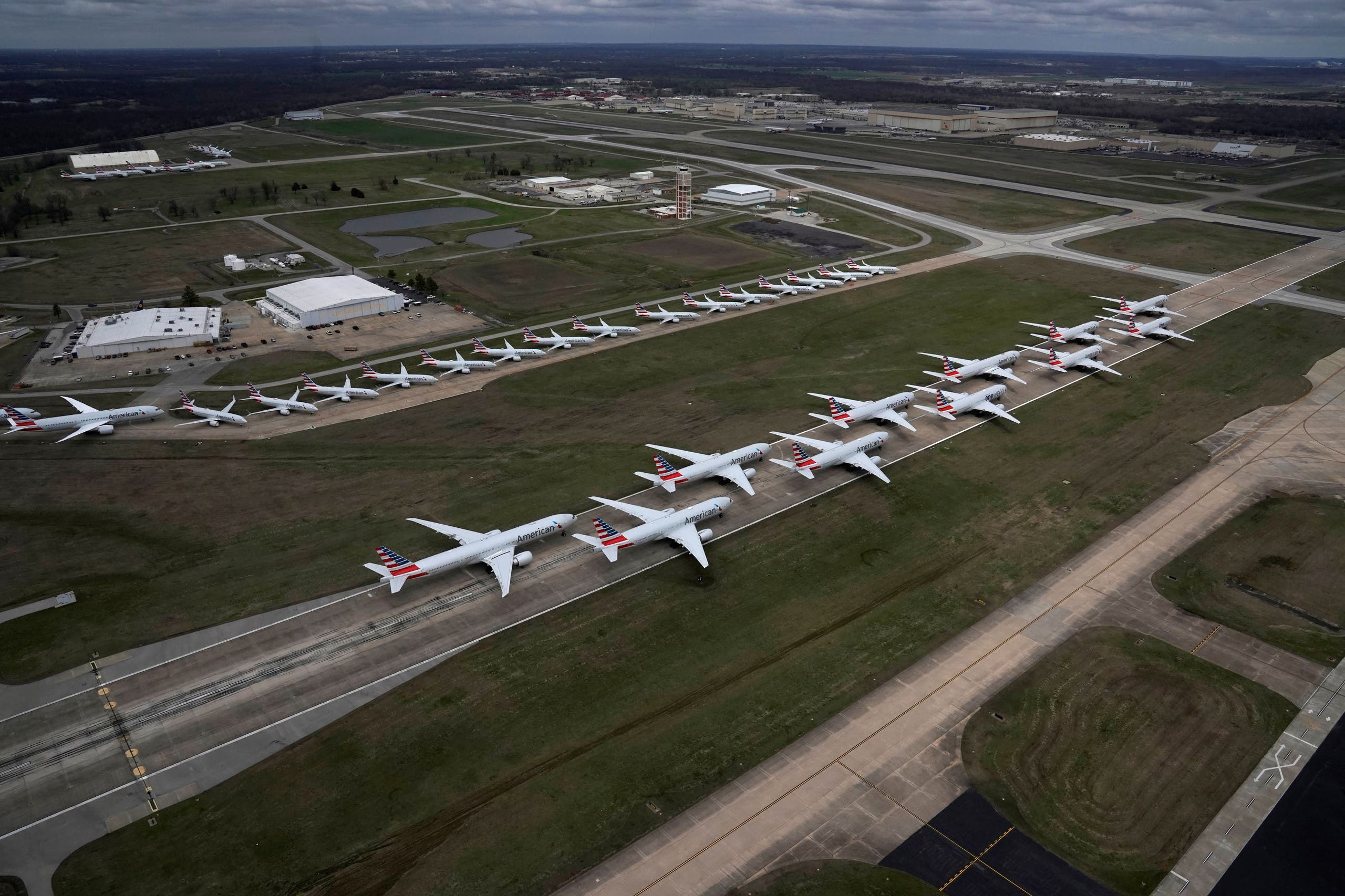 American Airlines planes sit crowded in Tulsa International Airport, Oklahoma, US. (File photo: Reuters)
