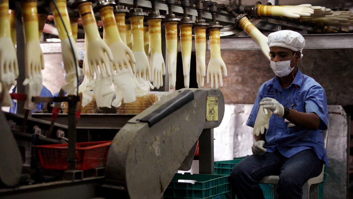 A worker monitors a production line at a Top Glove factory in Meru outside Kuala Lumpur June 25, 2009. (File photo: Reuters)