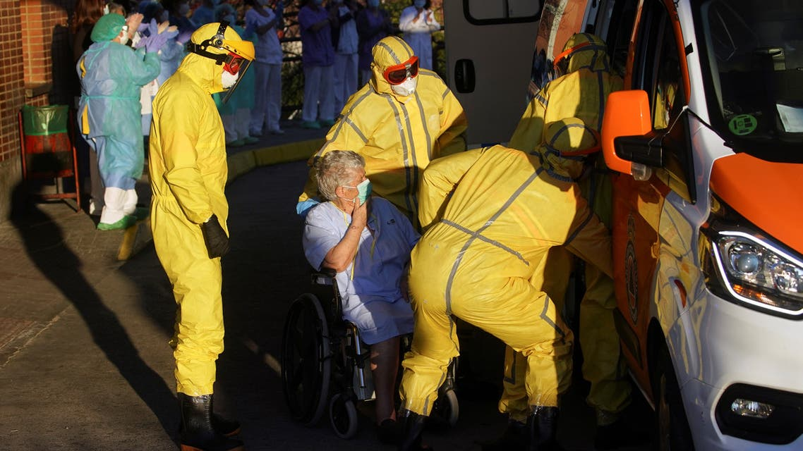 Ambulance workers help an elder woman get into the ambulance, amid the coronavirus disease (COVID-19) outbreak, in Leganes, near Madrid, Spain April 1, 2020. REUTERS/Juan Medina