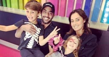 أحمد فلوكس مع طليقته وولديها