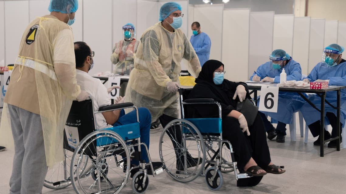 Volunteers help Kuwaitis, arriving from Europe, to do their compulsory testing at a coronavirus testing centre, at the Kuwait International Fairgrounds in Mishref, Kuwait March 18, 2020. REUTERS/Stephanie McGehee