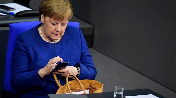 ميركل مستعدة لاستخدامه... أينقذ تطبيق المصافحة ألمانيا؟