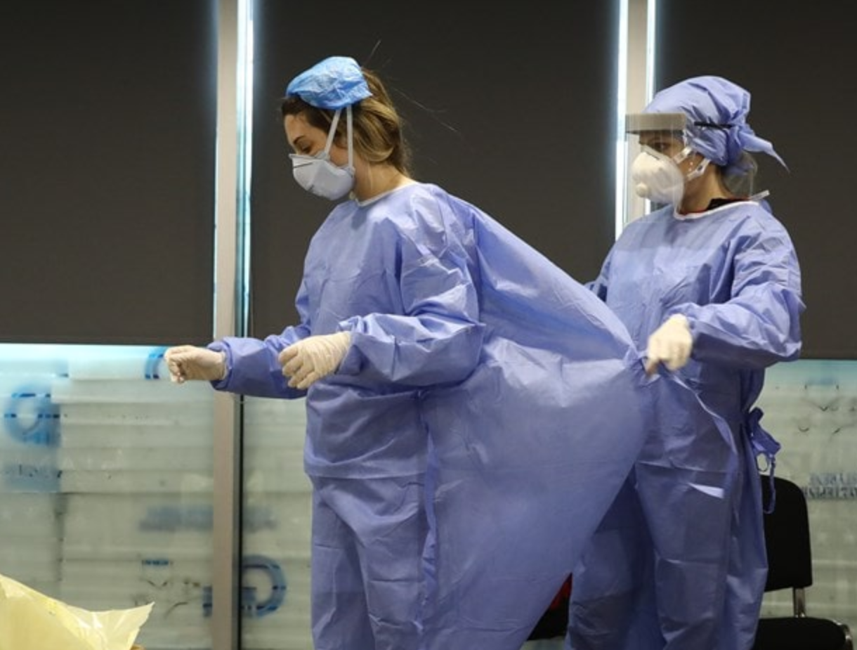 طاقم طبي في اليونان